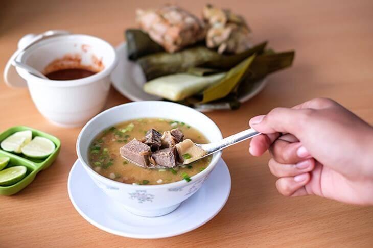 1. Coto Makassar - 12 Kuliner Enak di Makassar yang Wajib Dicoba