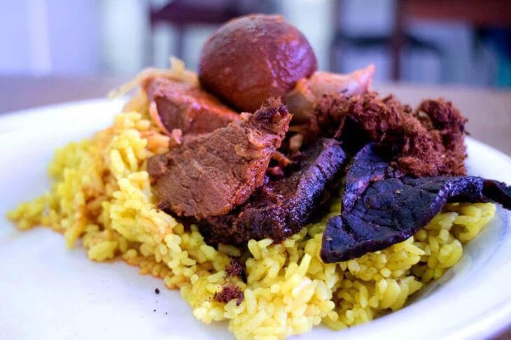 12. Nasi Kuning Riburane - 12 Kuliner Enak di Makassar yang Wajib Dicoba