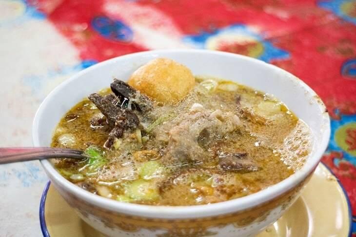 3. Sop Saudara - 12 Kuliner Enak di Makassar yang Wajib Dicoba